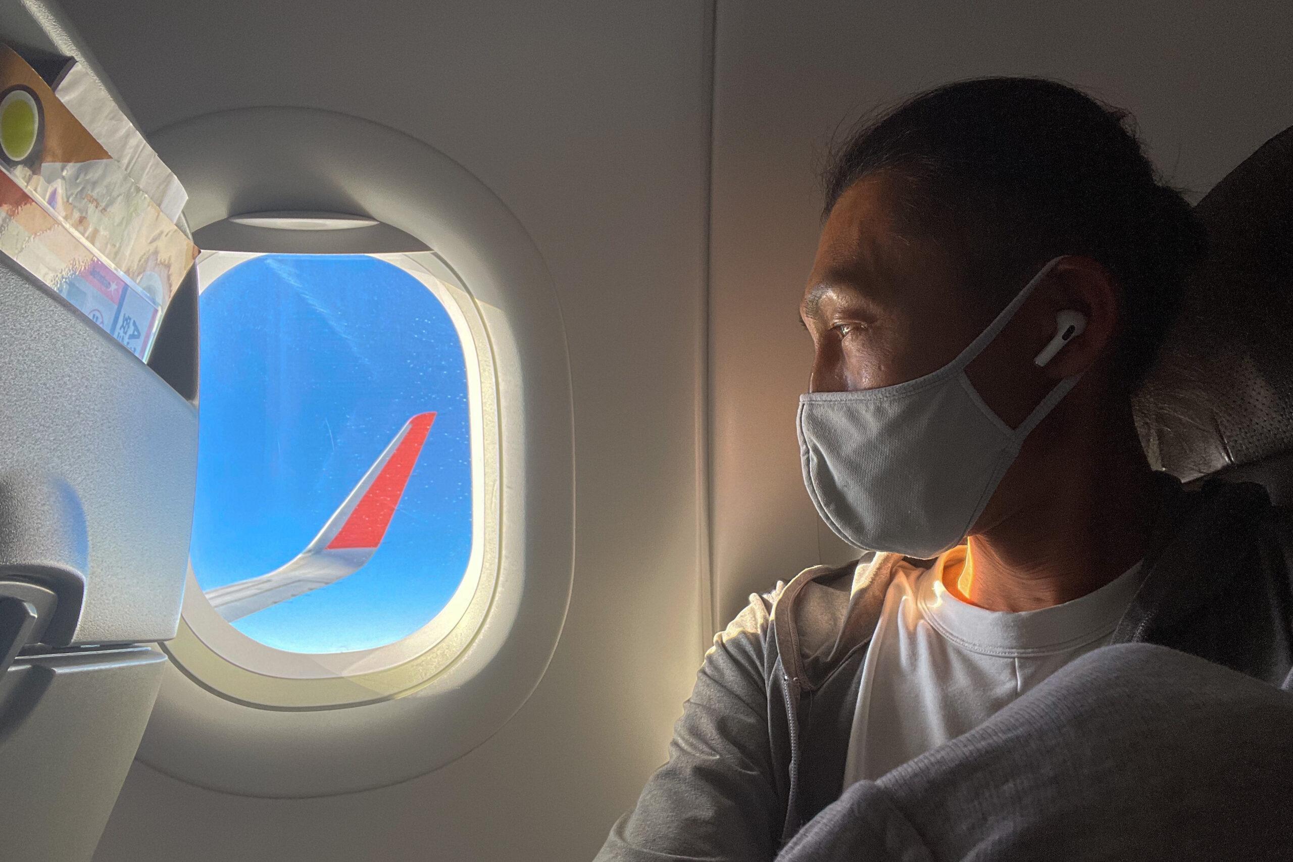 飛行機の中で「耳」を快適に過ごす方法 気圧の変化で耳抜きが出来ない人の耳栓CRESCENDO Fly、機内の音をシャットダウンするノイズキャンセリングイアフォン AirPods Pro