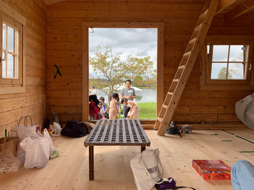 湖畔のログハウス 完成 内装