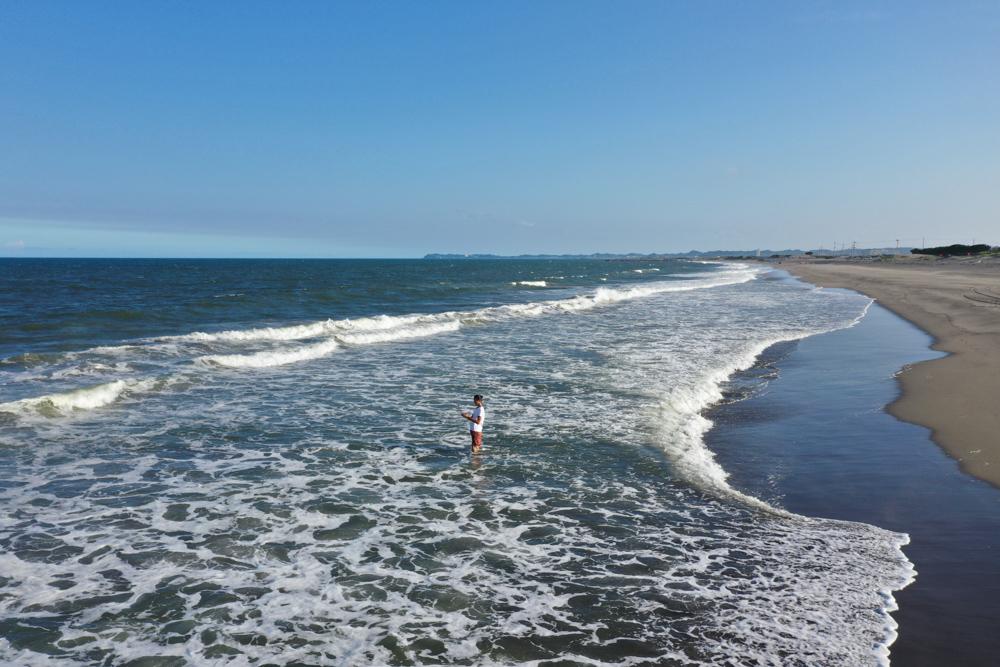ハマスゲ抜きで汗だく、海で身体を冷却