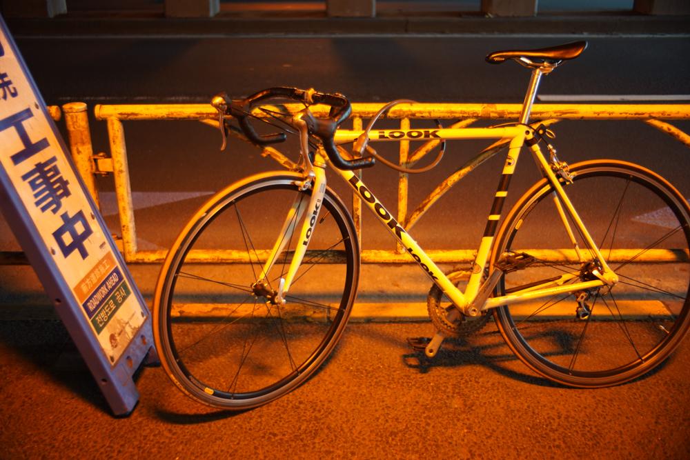 神宮のトンネルにあった自転車