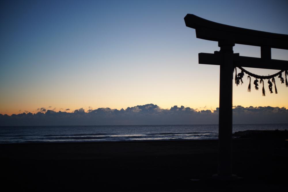 志田下で日の出を見る