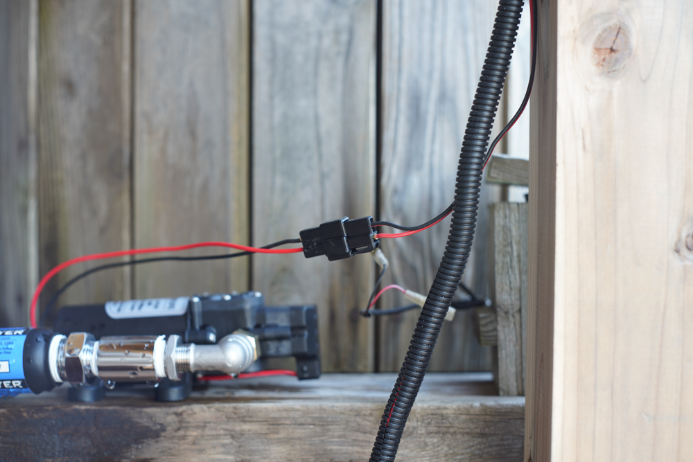 ウォーターポンプの配電
