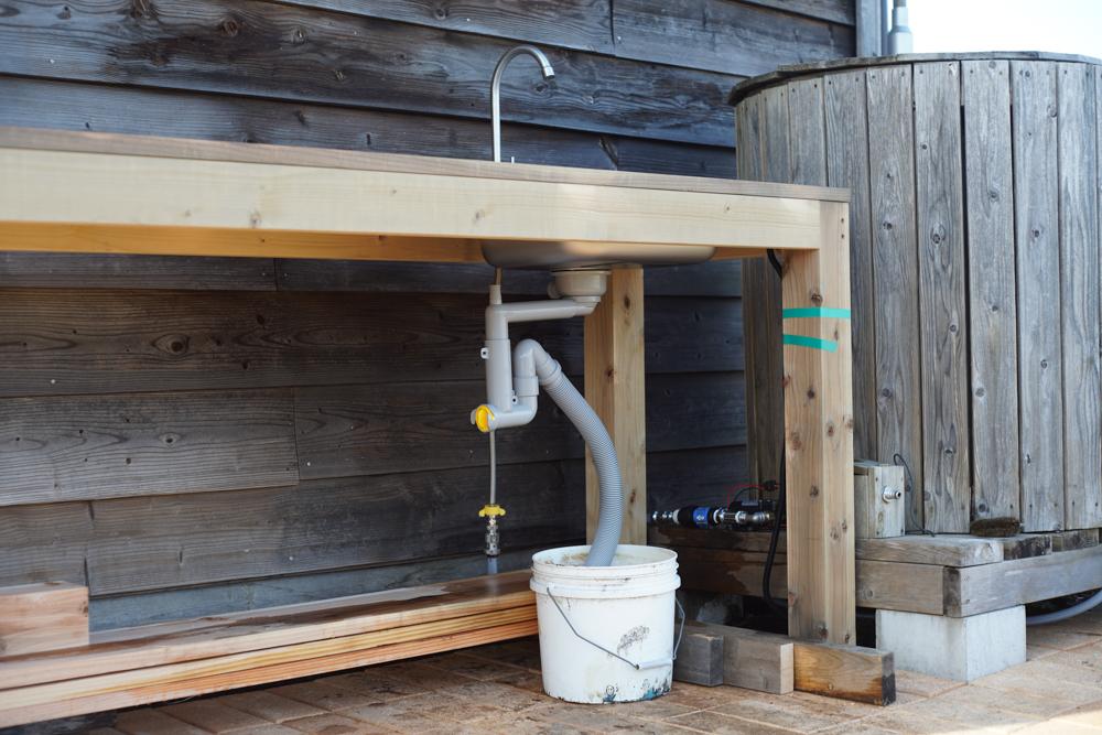 ガーデンシンク シンクの排水管取り付け