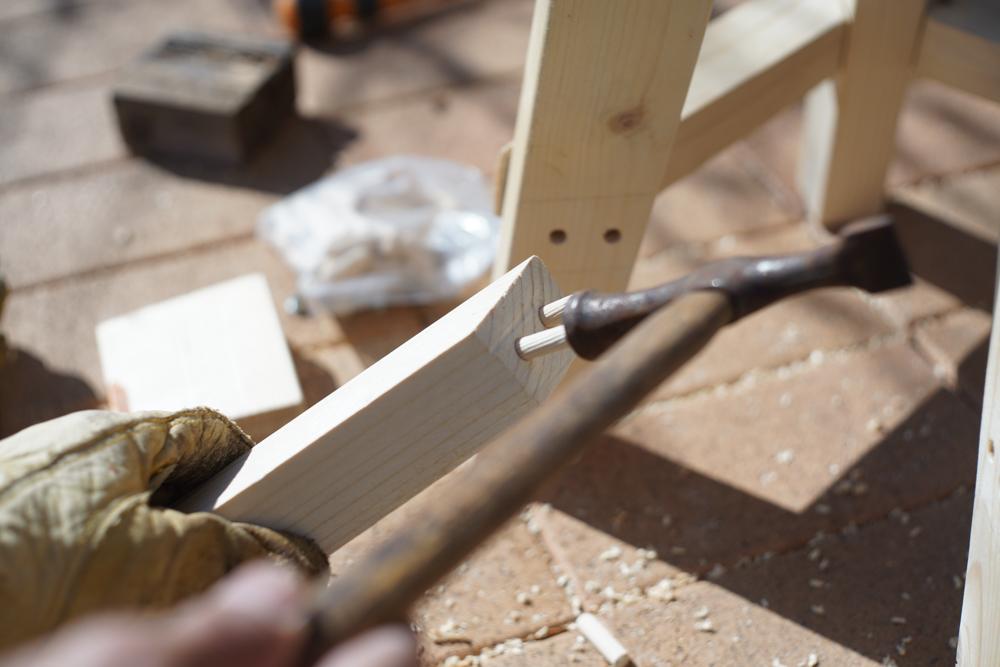 房総オルタナティブファニチャー ハイスツールを作る ダボを嵌める