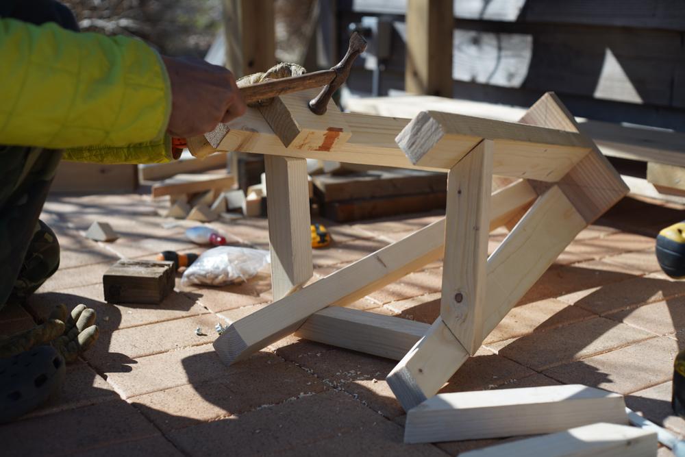 房総オルタナティブファニチャー ハイスツールを作る ダボ継ぎで脚部の組み立て