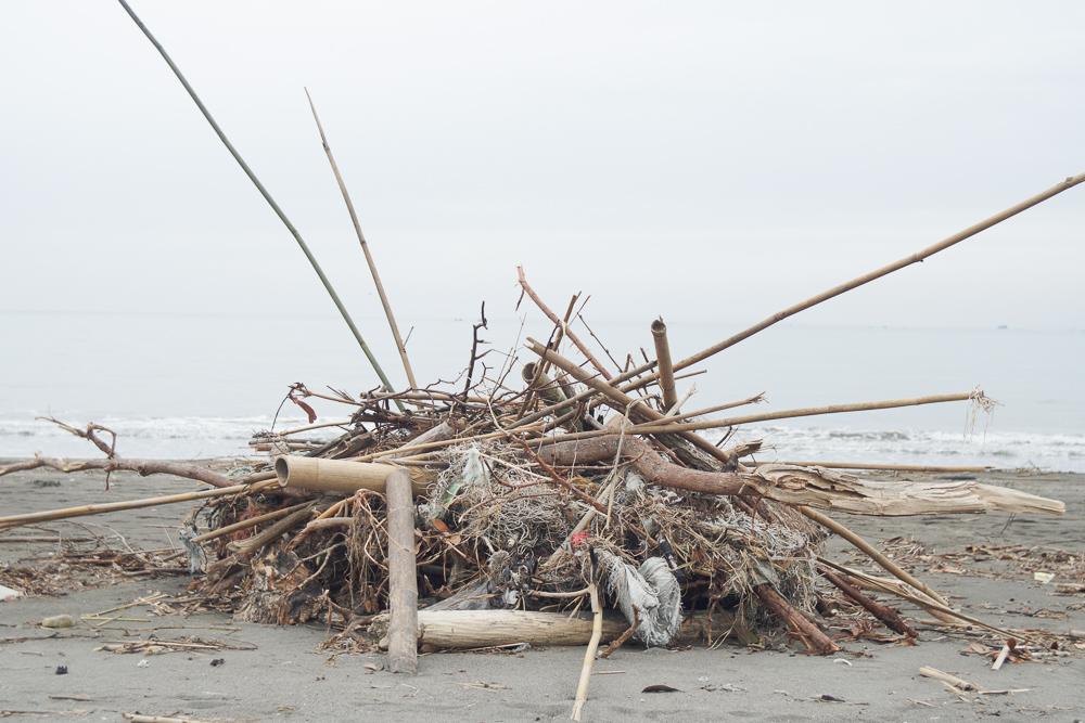 原岡海水浴場 台風の漂着物
