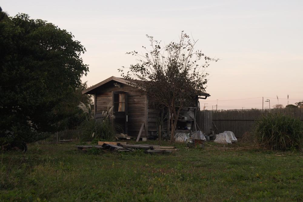 房総フィールド小屋と夕陽