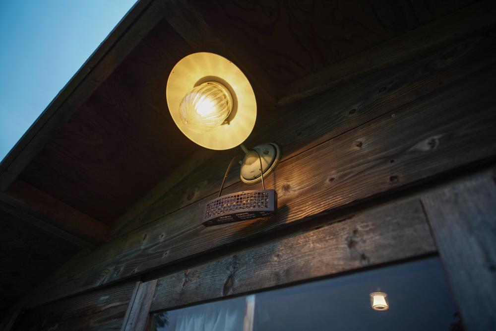 房総オルタナティブ的 4つのヤブ蚊対策 小屋に蚊帳をかける、虫コナーズ、強力蚊取り線香 パワー森林香 赤函、キンカン