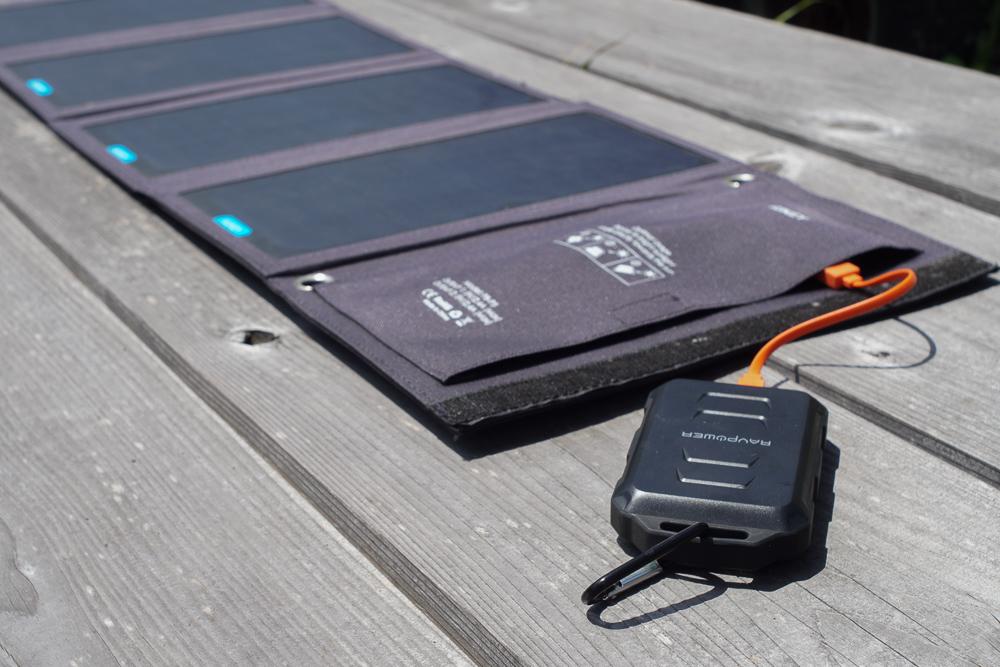 房総オルタナティブ的 停電・災害時に最低限の電源を確保するツールとノウハウ 28Wソーラーパネル+モバイルバッテリー