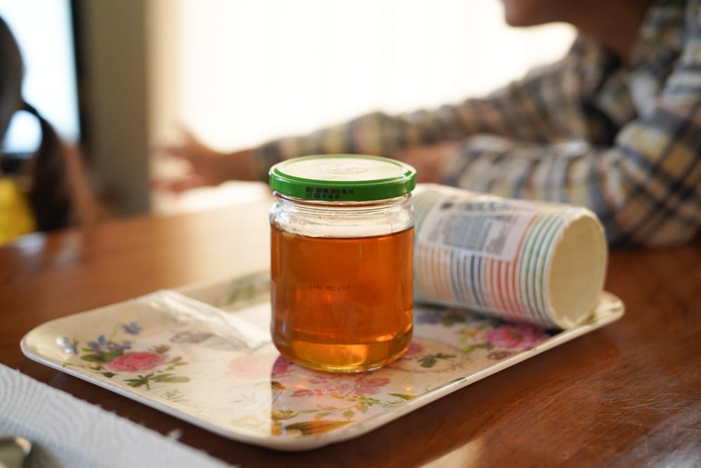 鴨川の養蜂家さんを訪ね、はちみつが出来るまでの工程を教えてもらう