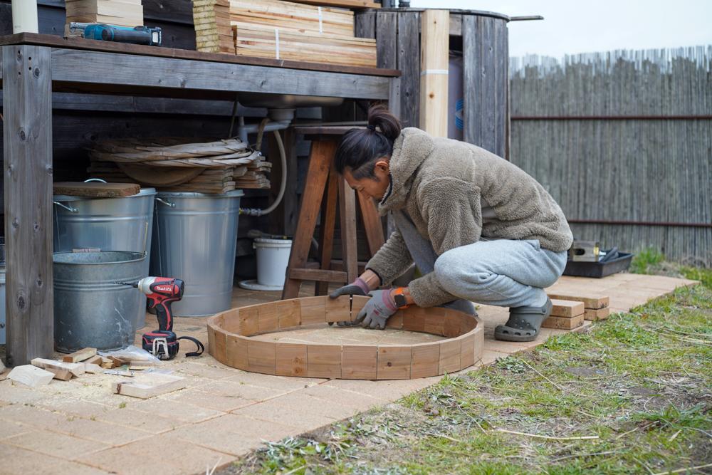 2021年 DIY始め 雨水タンクの囲いを作り直すDAY2