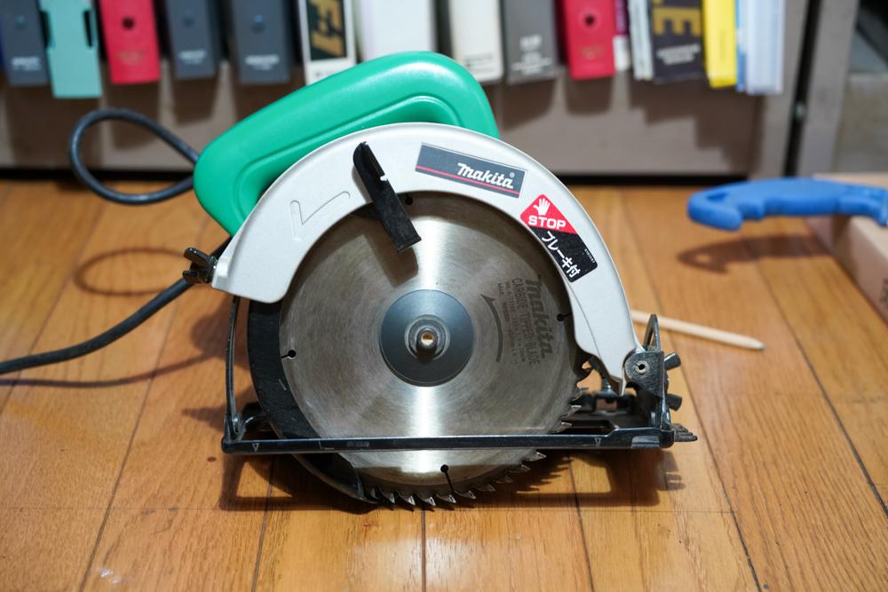 東京自宅 シロアリ対策 DIYで床下点検口をあける DAY1 フローリングを丸鋸でカットする