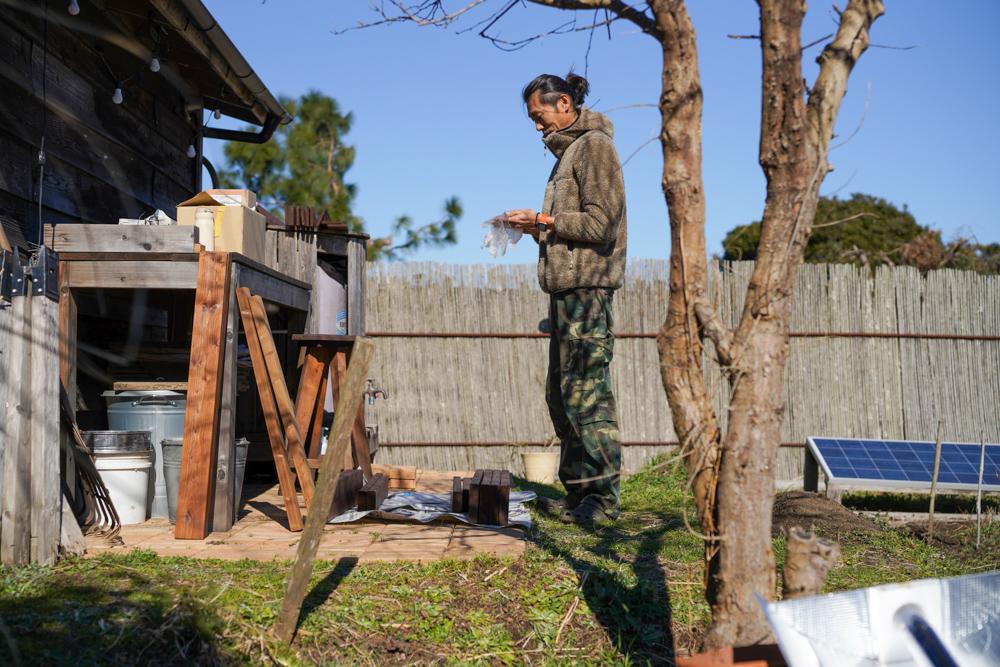 2021年 DIY始め 雨水タンクの囲いを作り直すDAY5 タヤエクステリアの塗布2回目と木材の斜め45度切り「留め切り」にチャレンジ