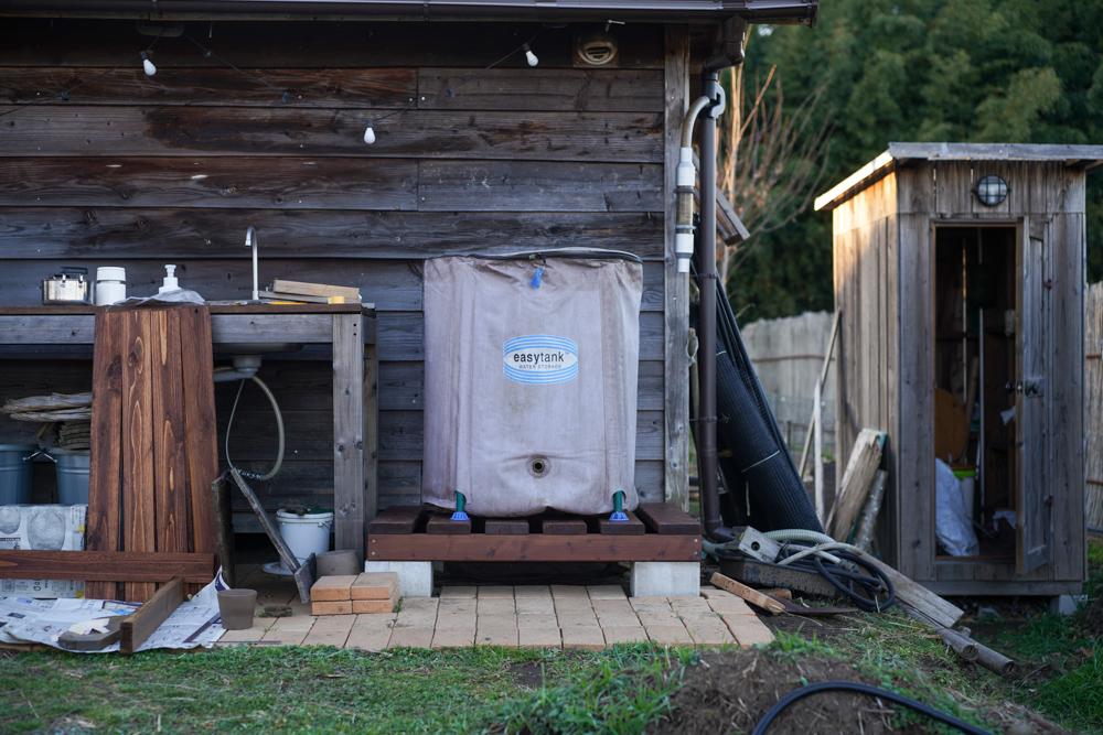 2021年 DIY始め 雨水タンクの囲いを作り直すDAY6 雨水タンクの土台デッキと囲いのフレーミング完成
