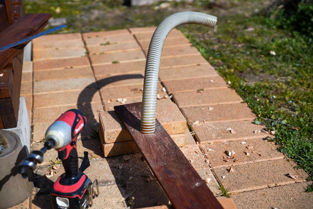 2021年 DIY始め 雨水タンクの囲いを作り直すDAY7 囲板の取り付け、上蓋を作る