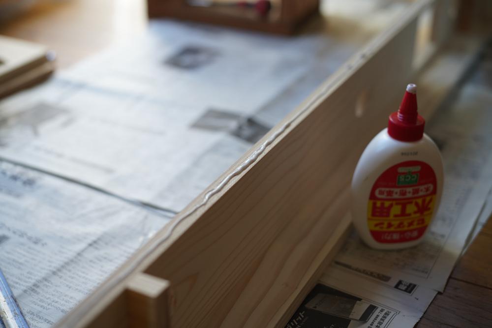 東京自宅 インテリアアップデート キッチンライトをDIYで作る 杉板+アメリカンスイッチ+Philips Hue E17