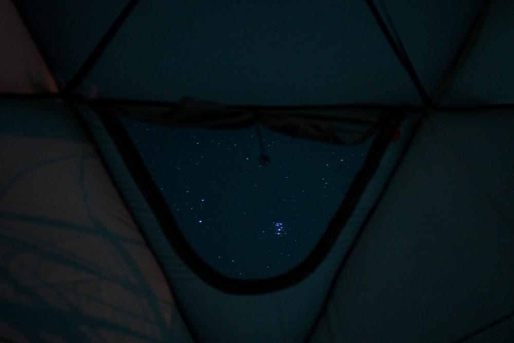 房総オルタナティブステイ CASE5 Geodome4の天窓から眺める星空