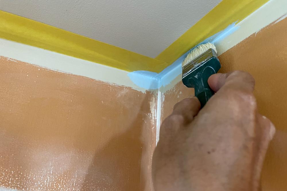 東京自宅 ロフト リノベーションDAY3 石膏ボードのパテ埋め仕上げ、エアコンを取り外す、配色確認の試し塗り(Benjamin Moore #1641 Blue Porcelain)