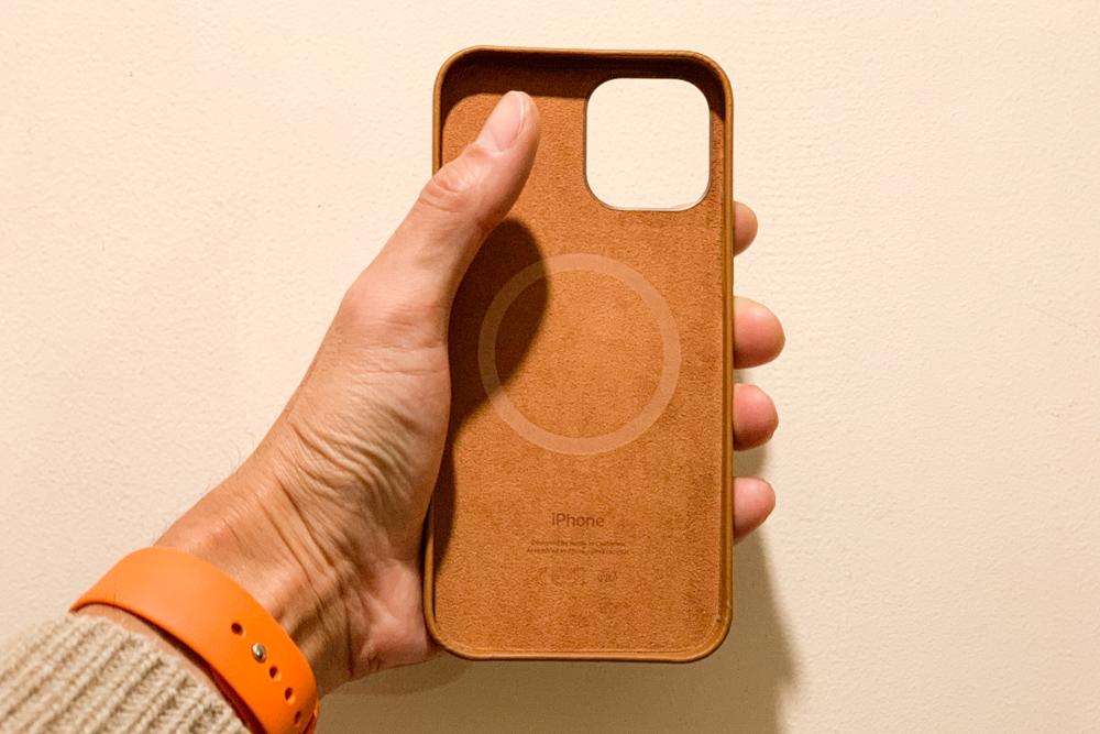 大きいことはいいこと、かも?!iPhone 12 Pro Maxを選んだホントの理由 純正レザーケースをゲットしたので歴代のiPhoneと大きさ比較