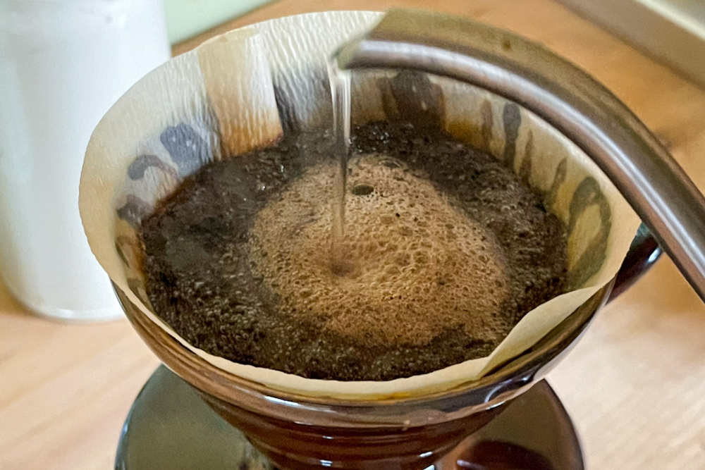 ストーブで沸かしたお湯でドリップしたコーヒーは美味しい