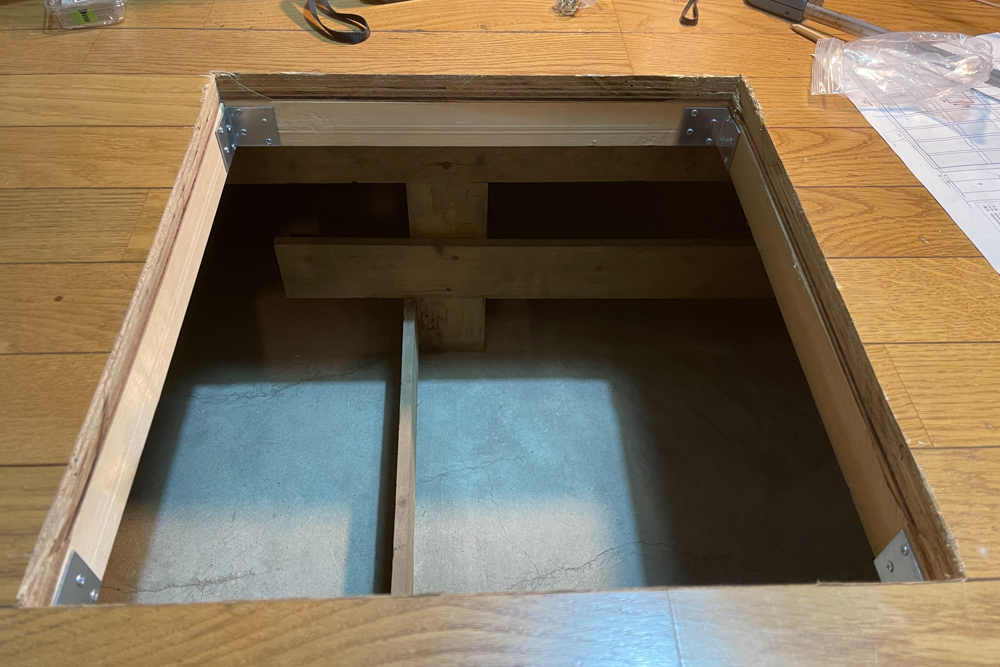 東京自宅 シロアリ対策 DIYで床下点検口をあける DAY2 根太の補強とカットしたフローリング材で蓋を作る