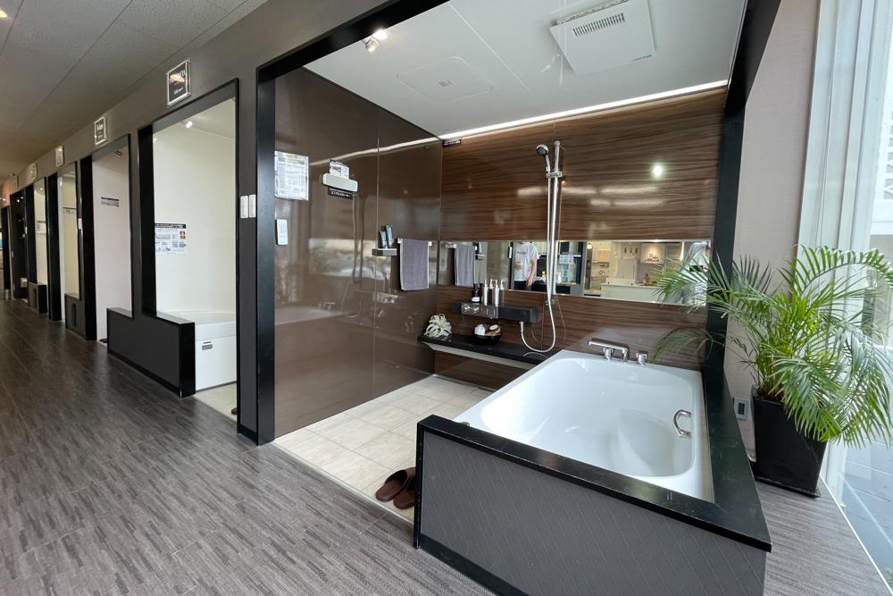 沖縄ワーケーションルーム改装プロジェクト 業者さんとの打ち合わせ、琉球漆喰業者さんを訪ねる、地元ホームセンターを巡る など