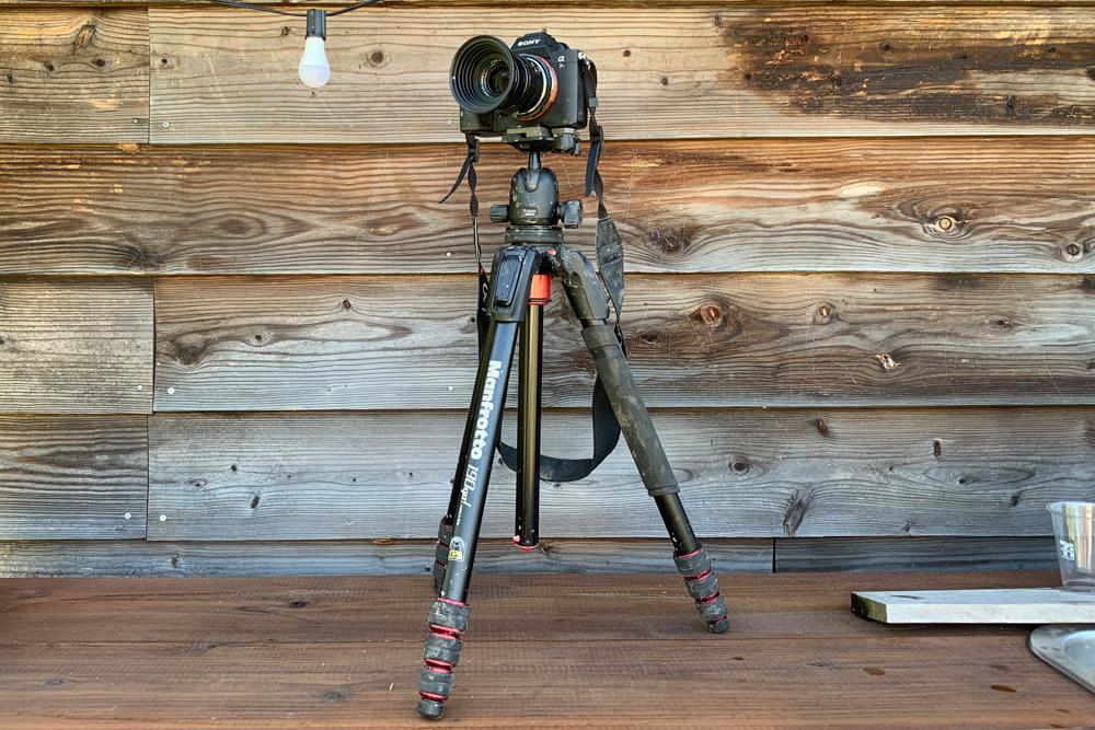 ドロドロのカメラと三脚