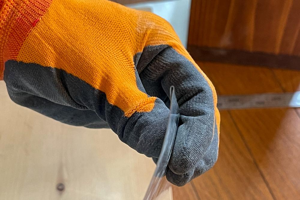 初めてのトタン板加工 東京自宅 ロフト 換気口の木枠をトタンで覆う