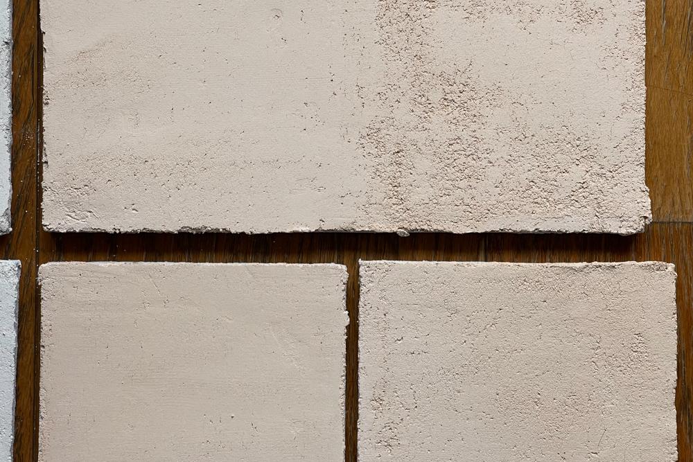 与那原漆喰の琉球漆喰とレキオライム試し塗り 沖縄ワーケーションルーム リノベーションプロジェクト